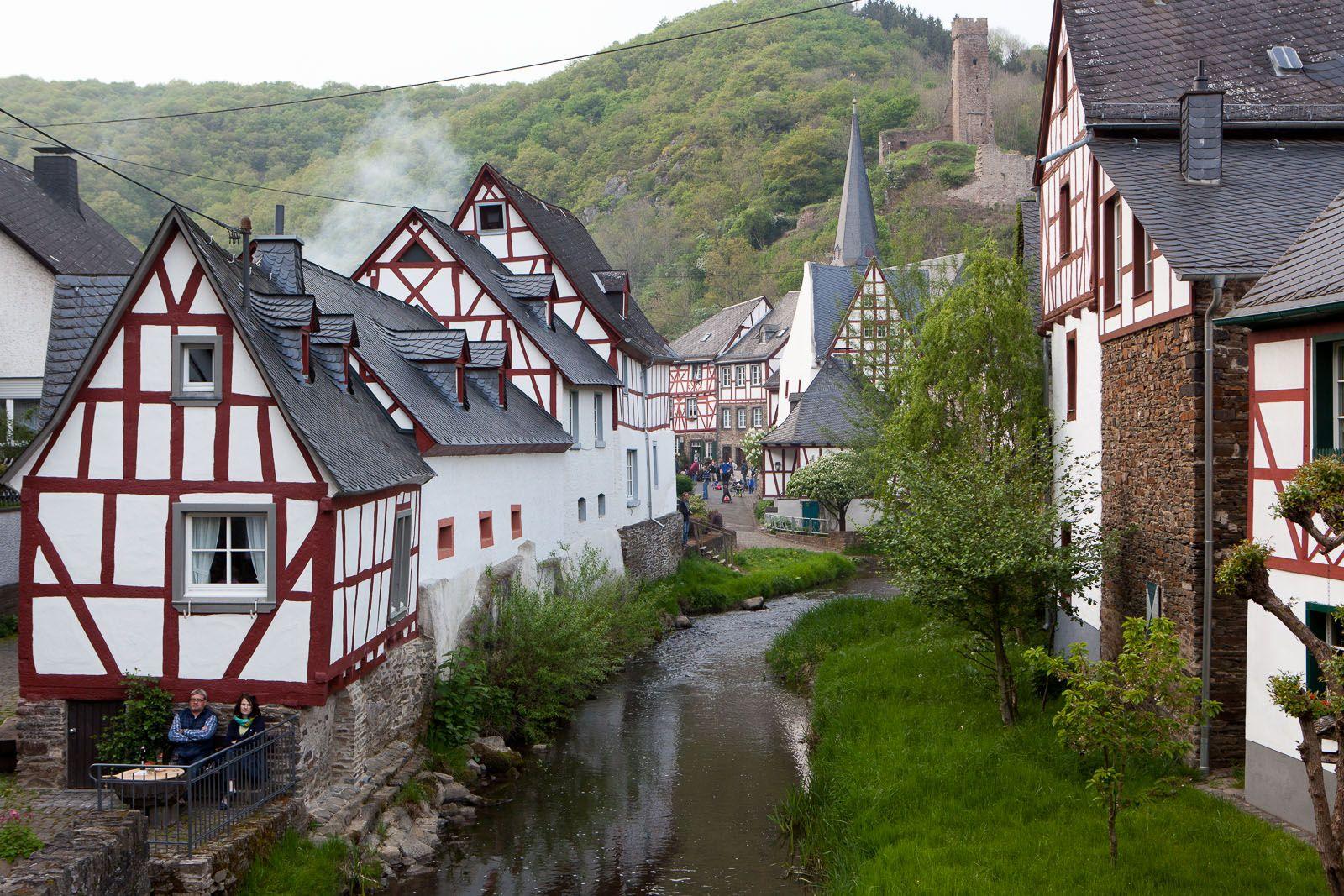 Monreal Deutschland Wohnmobil Highlight Mit Bildern Urlaub Im Wohnmobil Wohnmobil Touren Wohnmobil