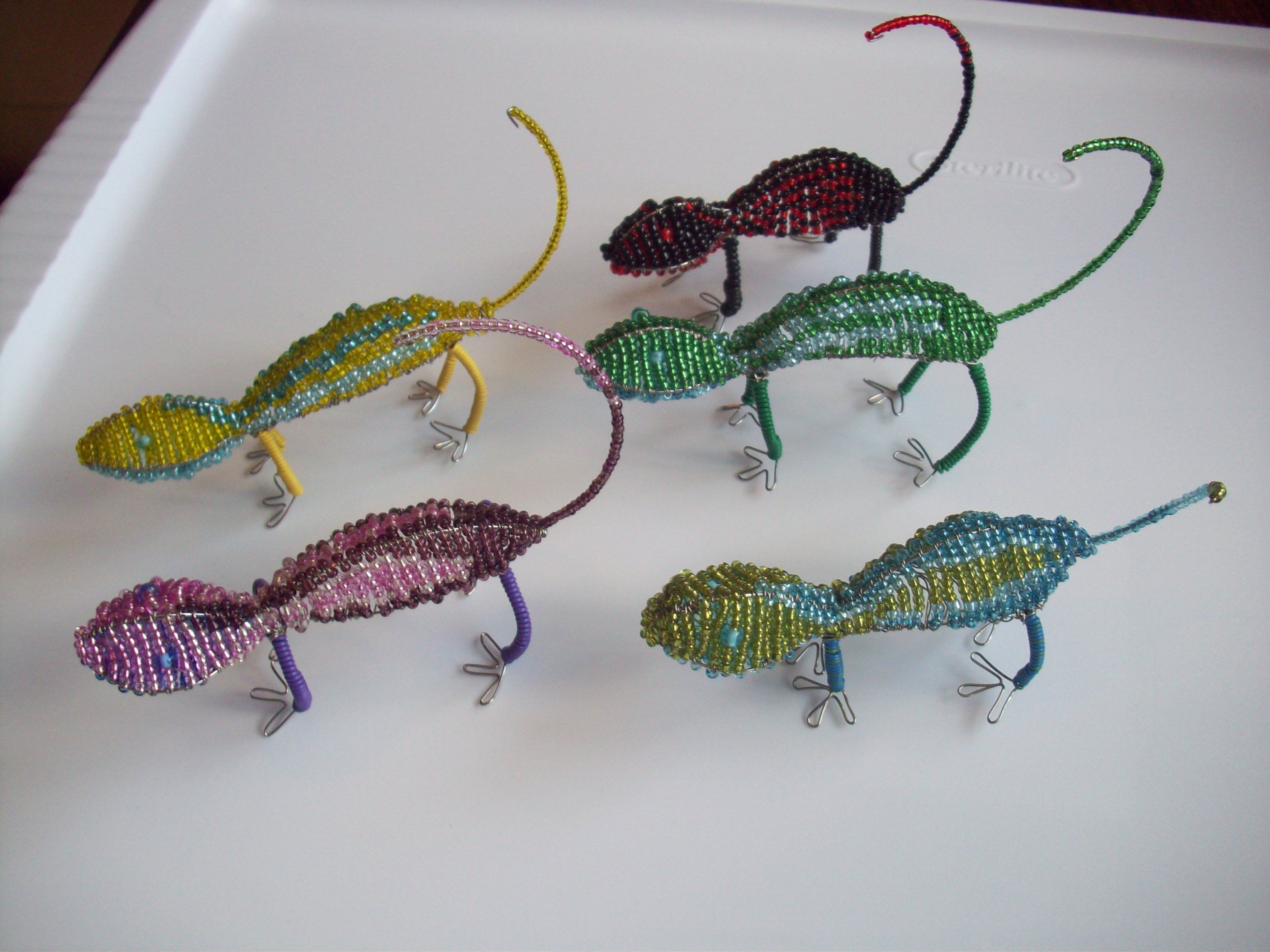 Seed Bead Lizards with wire wrapped legs. | Seed Bead Sculptures ...