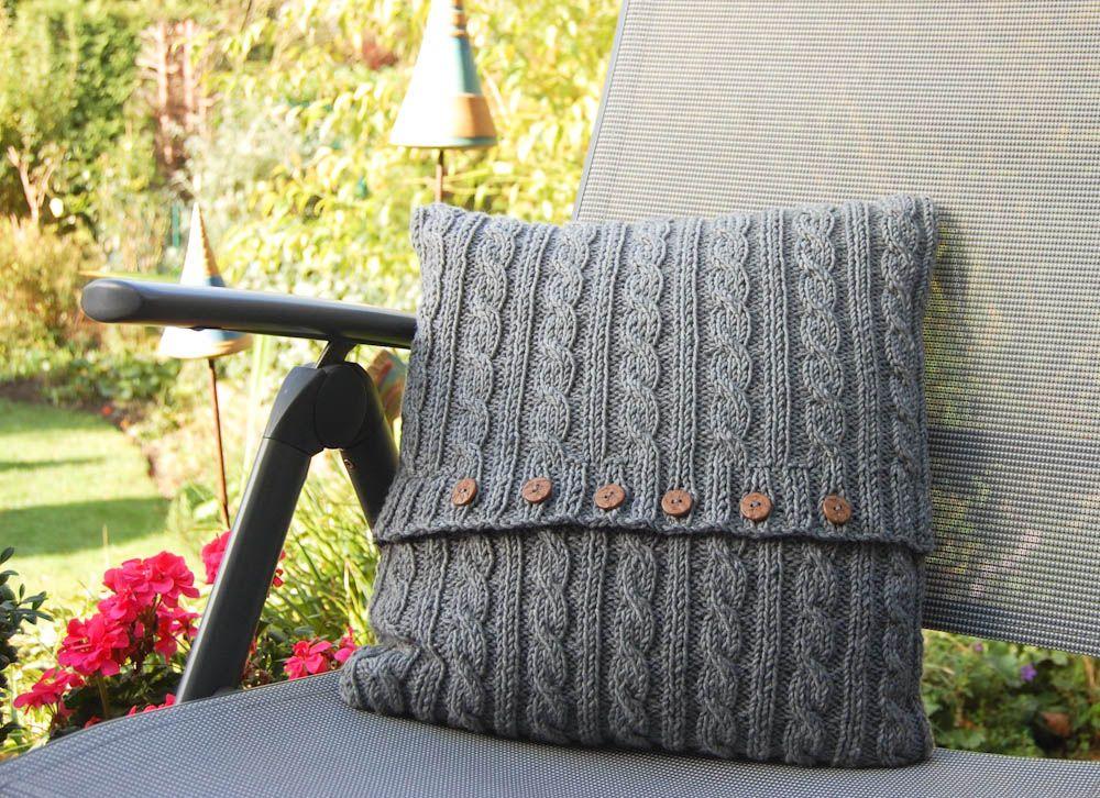Anleitung: Kissen stricken mit Zopfmuster | Knit crochet, Crochet ...