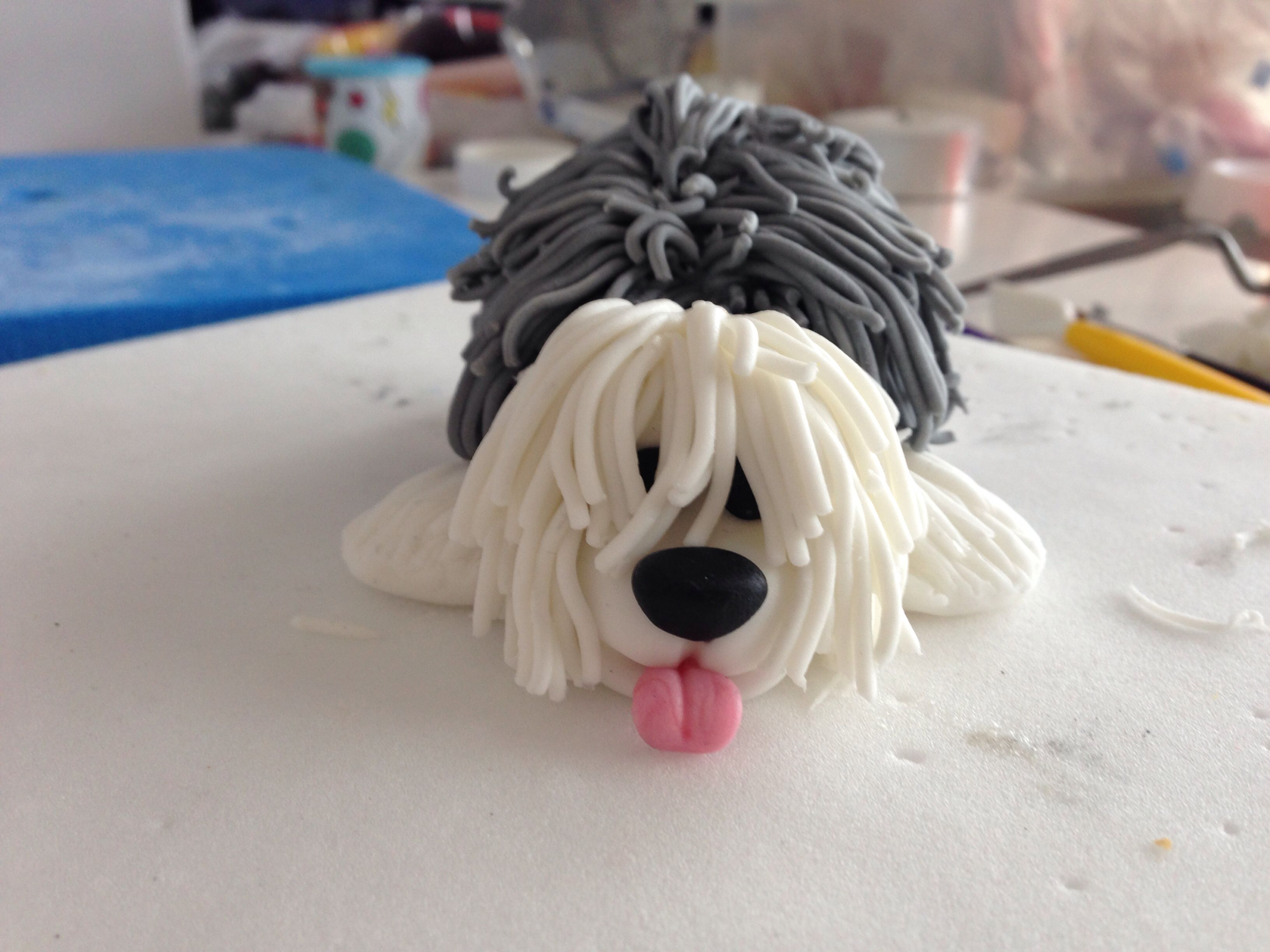 Fondant dog.......didn't make the cake