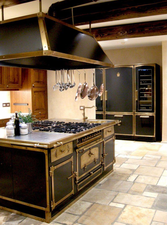 Produzione blocchi cottura e isole di cottura complete in for Cucine complete