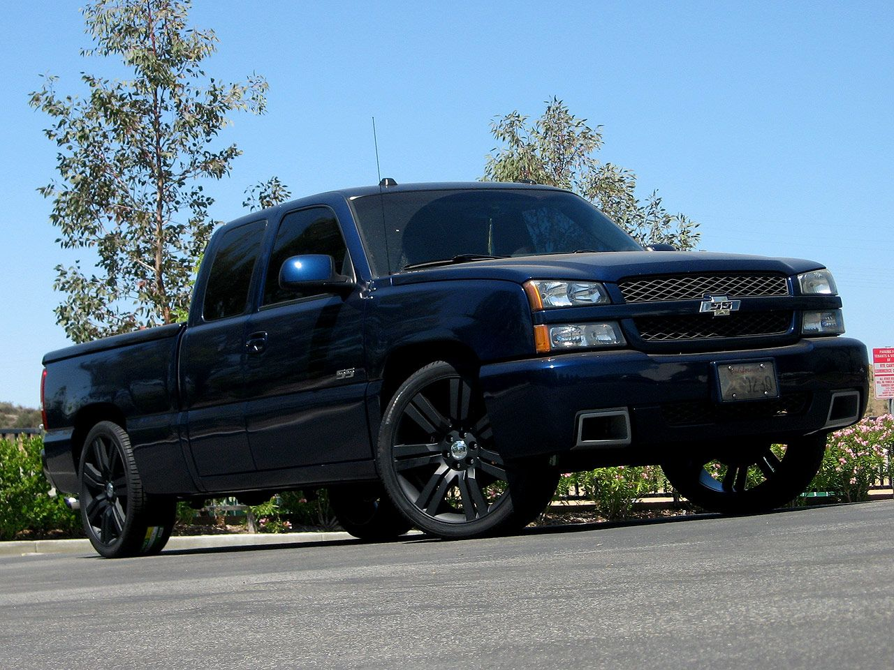 silverado ss rides pinterest custom chevy trucks gm trucks and chevy. Black Bedroom Furniture Sets. Home Design Ideas