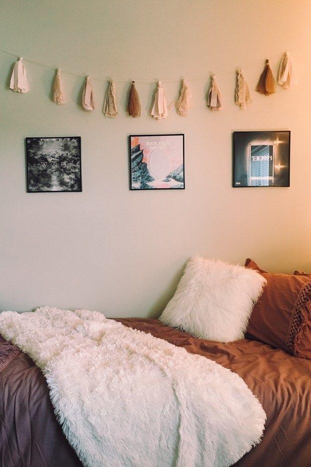 This fantastic minimalist setup  | Dreamy homie roomie decor