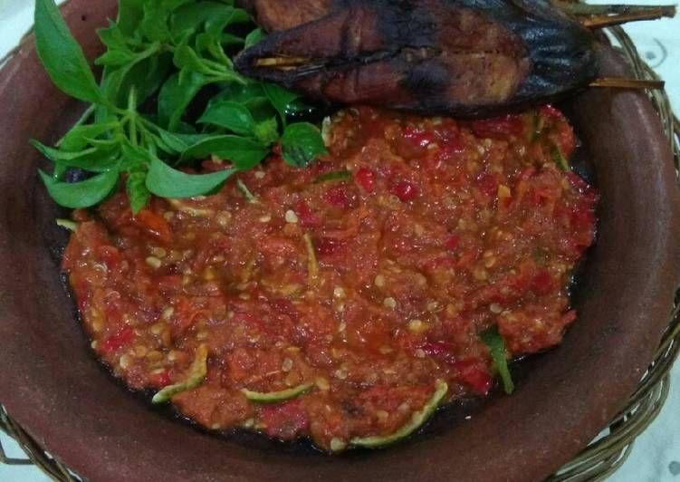 Resep Sambal Kulit Jeruk Cocok Untuk Makan Ikan Asep Sayur Bening Oleh Ingrid Soebagio Resep Makanan Ikan Makanan Resep
