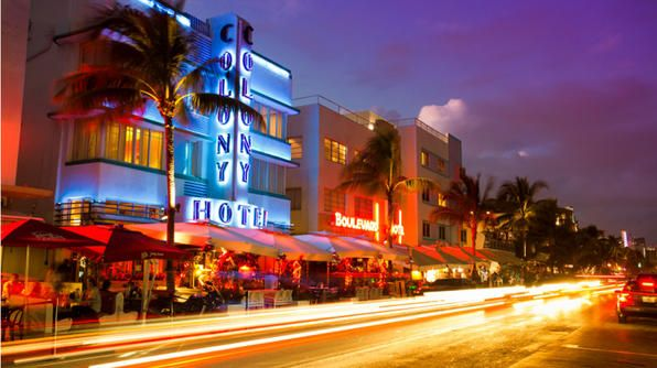 South Beach in known for its vibrant nightlife. And after the sun sets, dozens of people flock to Ocean Drive to grab a drink and socialize at popular bars and enjoy the nightlife along this vibrant street. Some hot spots include the bars at the Clevelander Hotel, Mango's Tropical Café, Nikki Beach Club and the GLBT-favorite, Palace Bar.