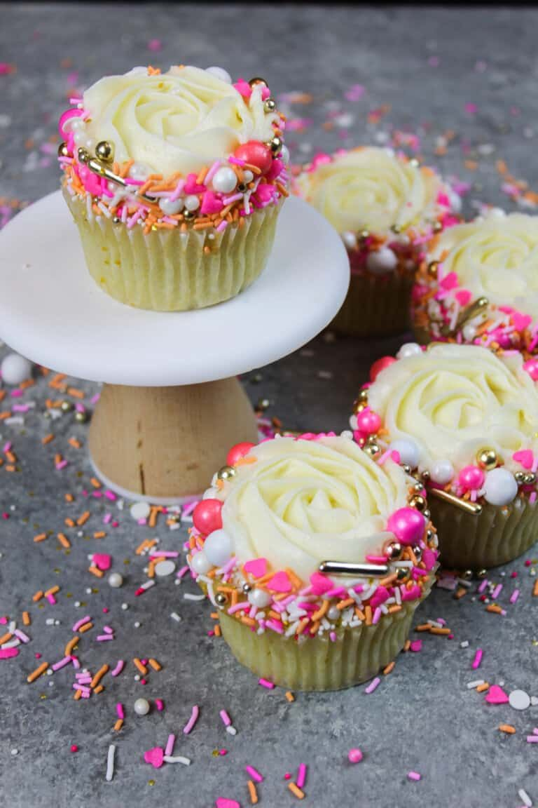 Moist Vanilla Cupcake Recipe With Oil Comes Together In One Bowl Recipe In 2020 Vanilla Cupcake Recipe With Oil Cupcake Recipes Cupcake Recipe With Oil