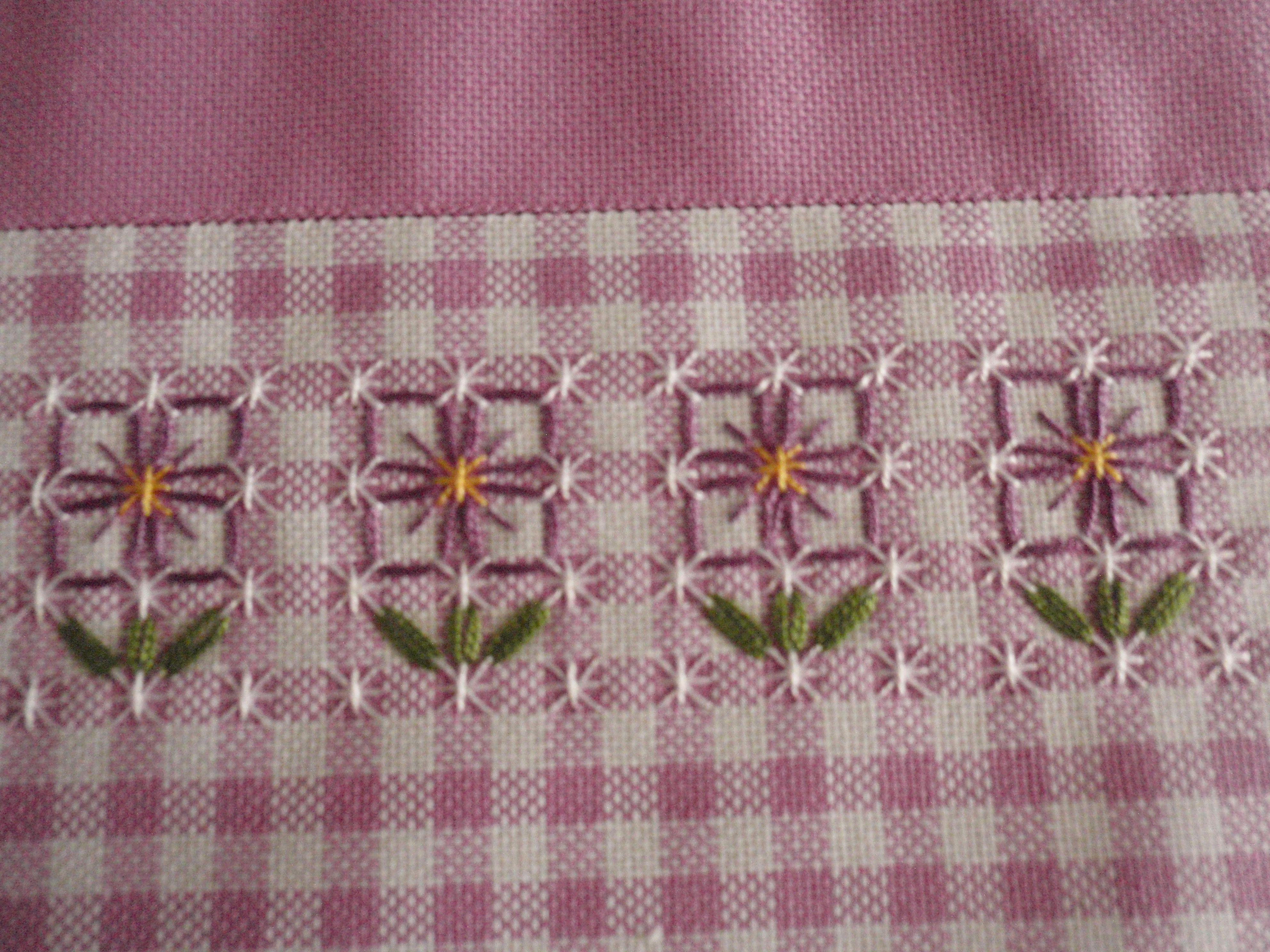 Broderie suisse tovaglietta dettaglio embroidary