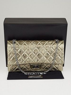 f128b316630c66 Go glam with this gorgeous and rare Chanel Gold Metallic 2.55 Reissue  Quilted Classic 228 Flap Bag. This extra-large size is made of gold metallic  quilted ...