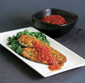 tilapia enrobé d'herbes et de parmesan avec une sauce tomate (avec recette) / Herb & Parmigiano Crusted Tilapia with Quick Tomato Sauce (with recipe)
