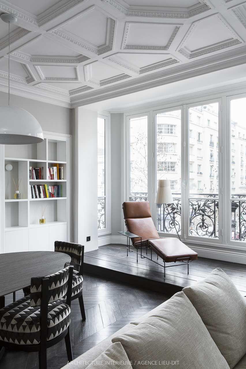 Look unico e di grande classe per questo soggiorno con larredamento moderno minimal e