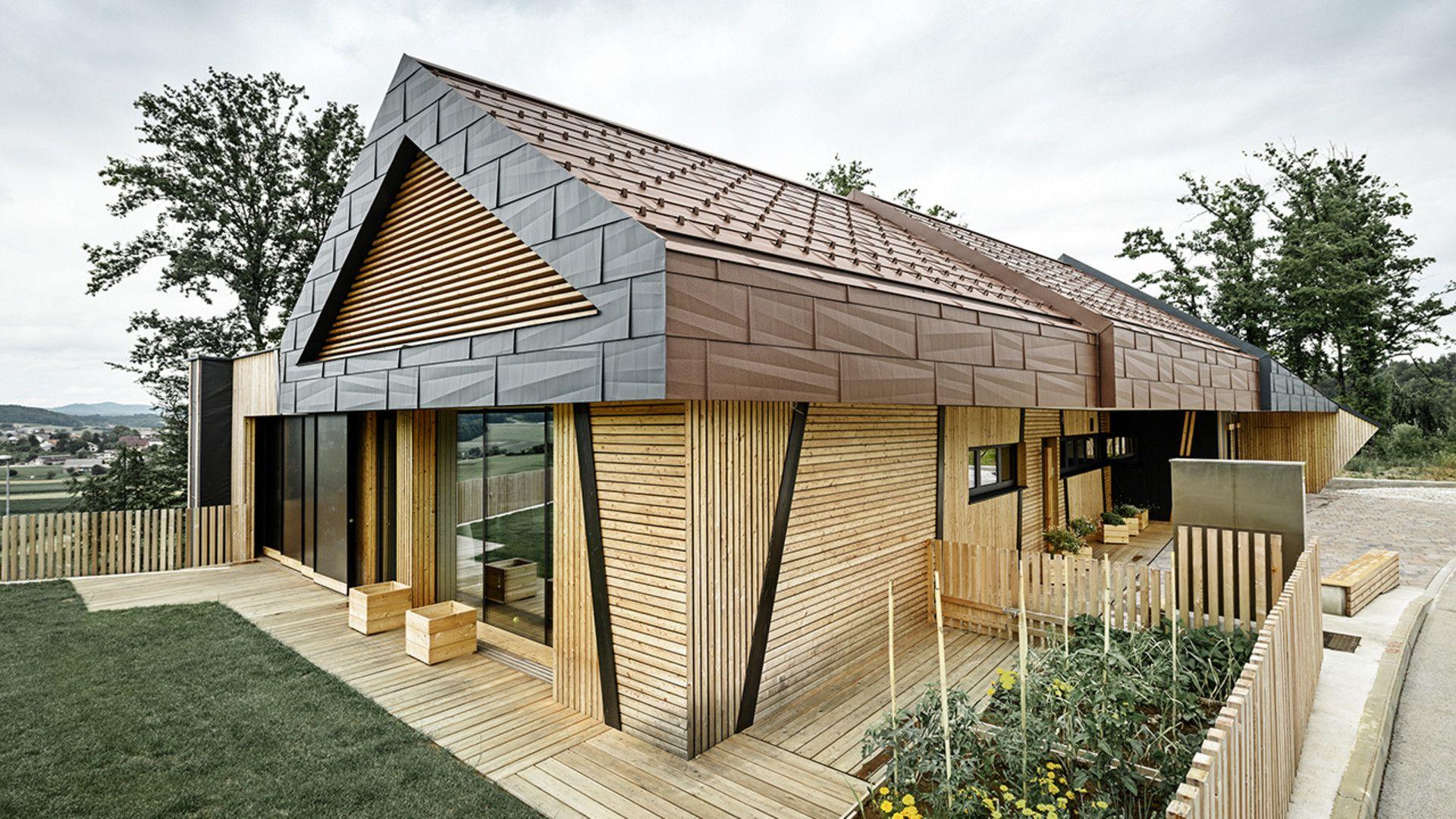 Die Kombination aus Aluminium und Holz verleiht diesem ...
