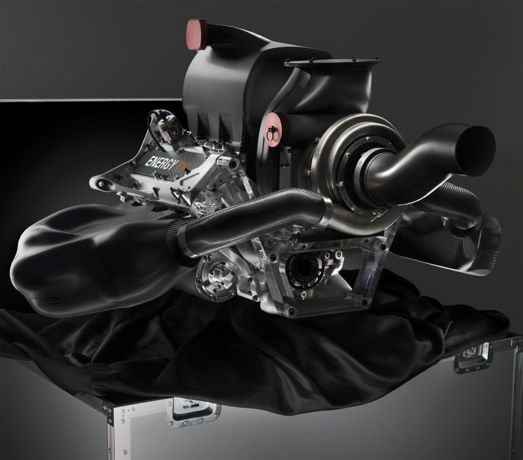 1.6l 145kg turbocharged Renault F1 engine. 15 kRPM