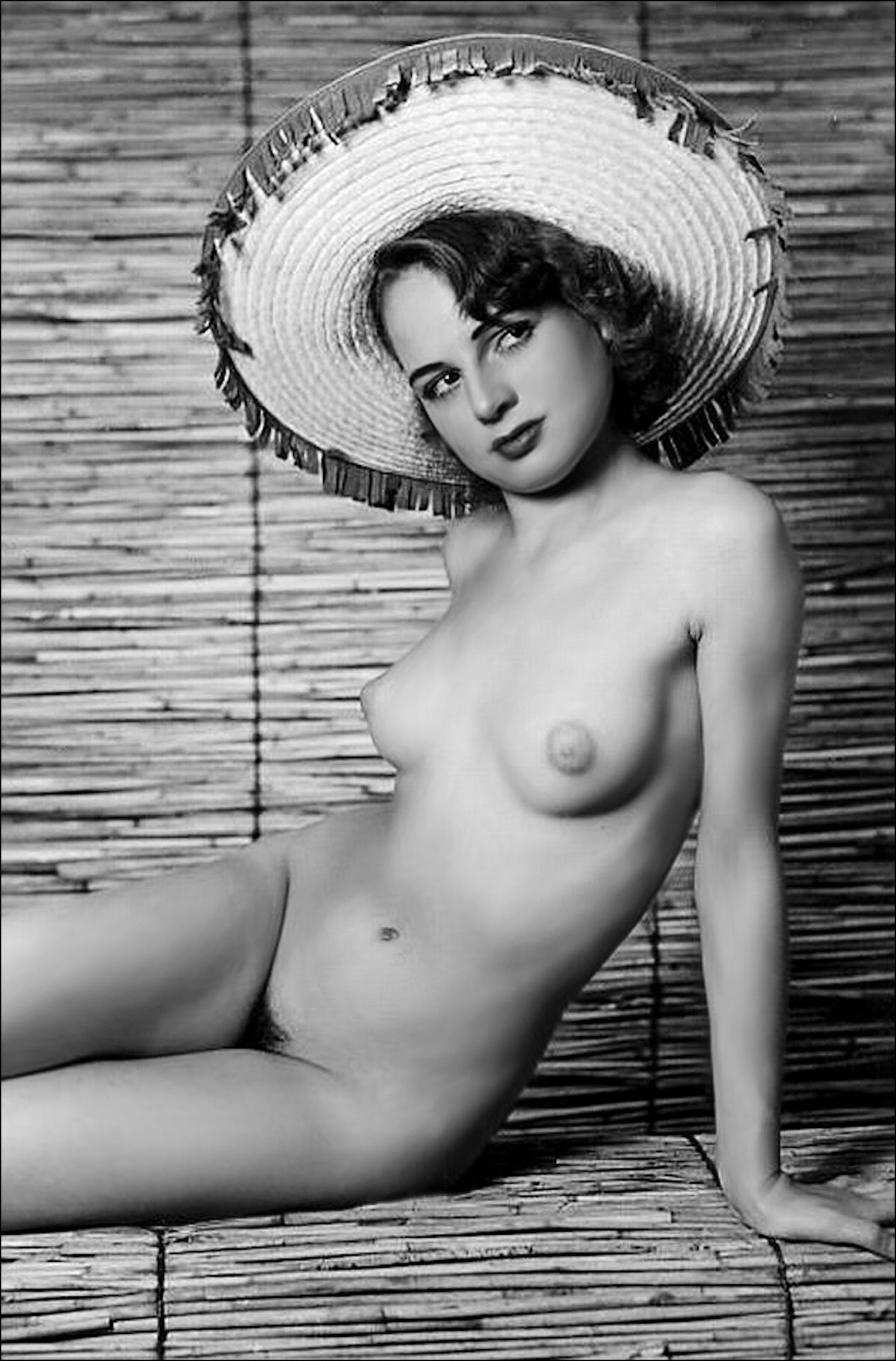 40S Pin Up Girl Nude  Nudes Of The 50S - 60S - 70S -9623