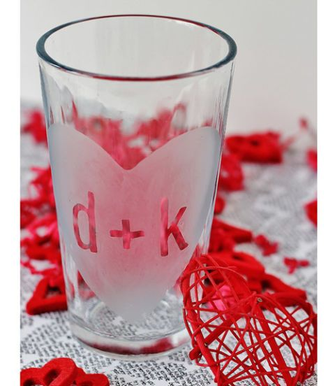 25 diy valentines day gifts theyll love pinterest thistlewood toast to romantic bliss with your sweetie using an etched glass you made yourself get the tutorial at thistlewood farms solutioingenieria Gallery