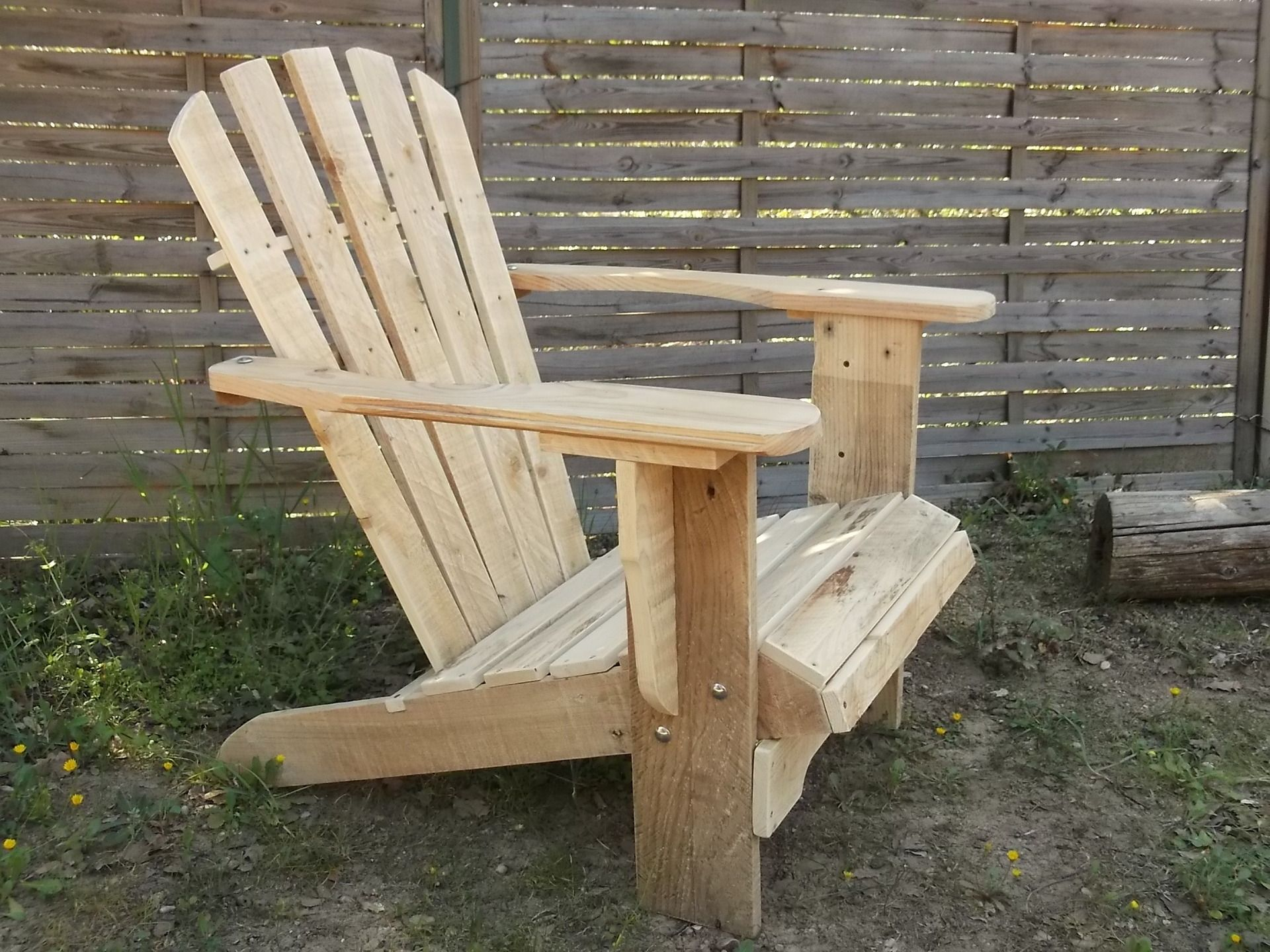 offrez vous le fauteuil en bois de palettes de salon