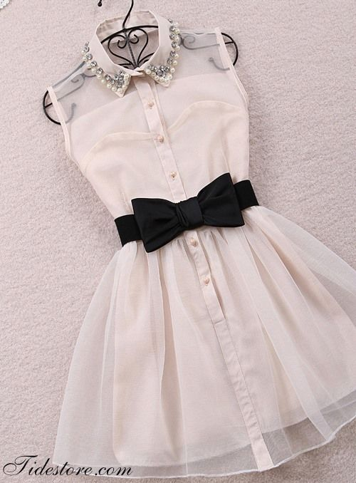 Love this  The bow tie makes it perfect  This dress make me