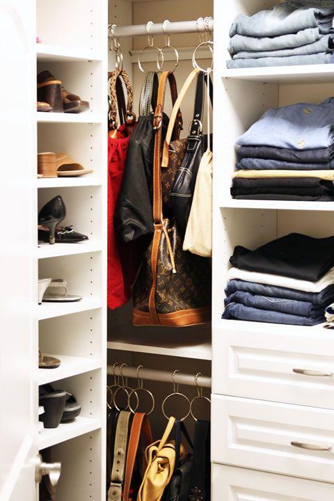 Organiza las carteras en el cl set cortinas de ba o - Guardar bolsos en armario ...