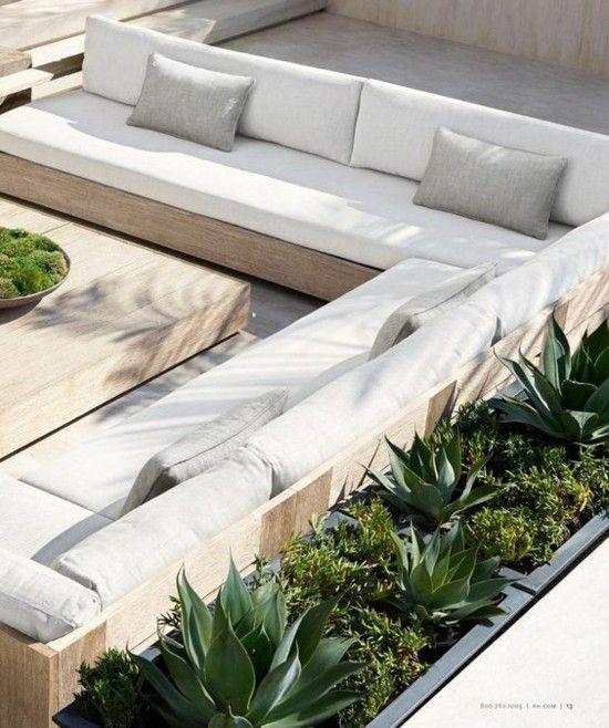 Photo of moderne Terrassengestaltung Sukkulenten Hochbeete grün helle Ausstattung