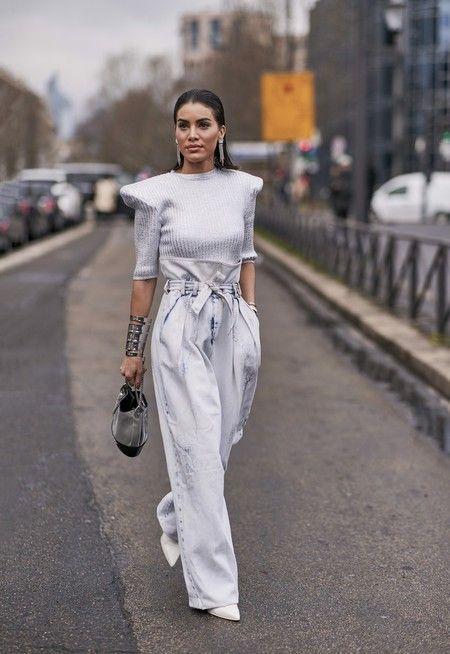 Photo of Cómo llevar los pantalones anchos: claves de estilo para lucir esta tendencia atemporal siempre presente en el street-style (Trendencias)