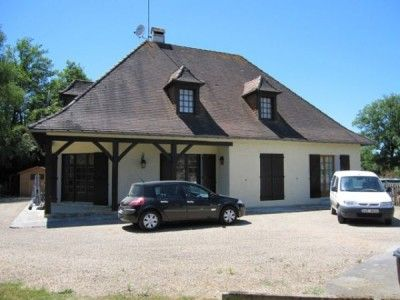 Perigourdine house on the banks of the river L'isle, Dordogne, Aquitaine