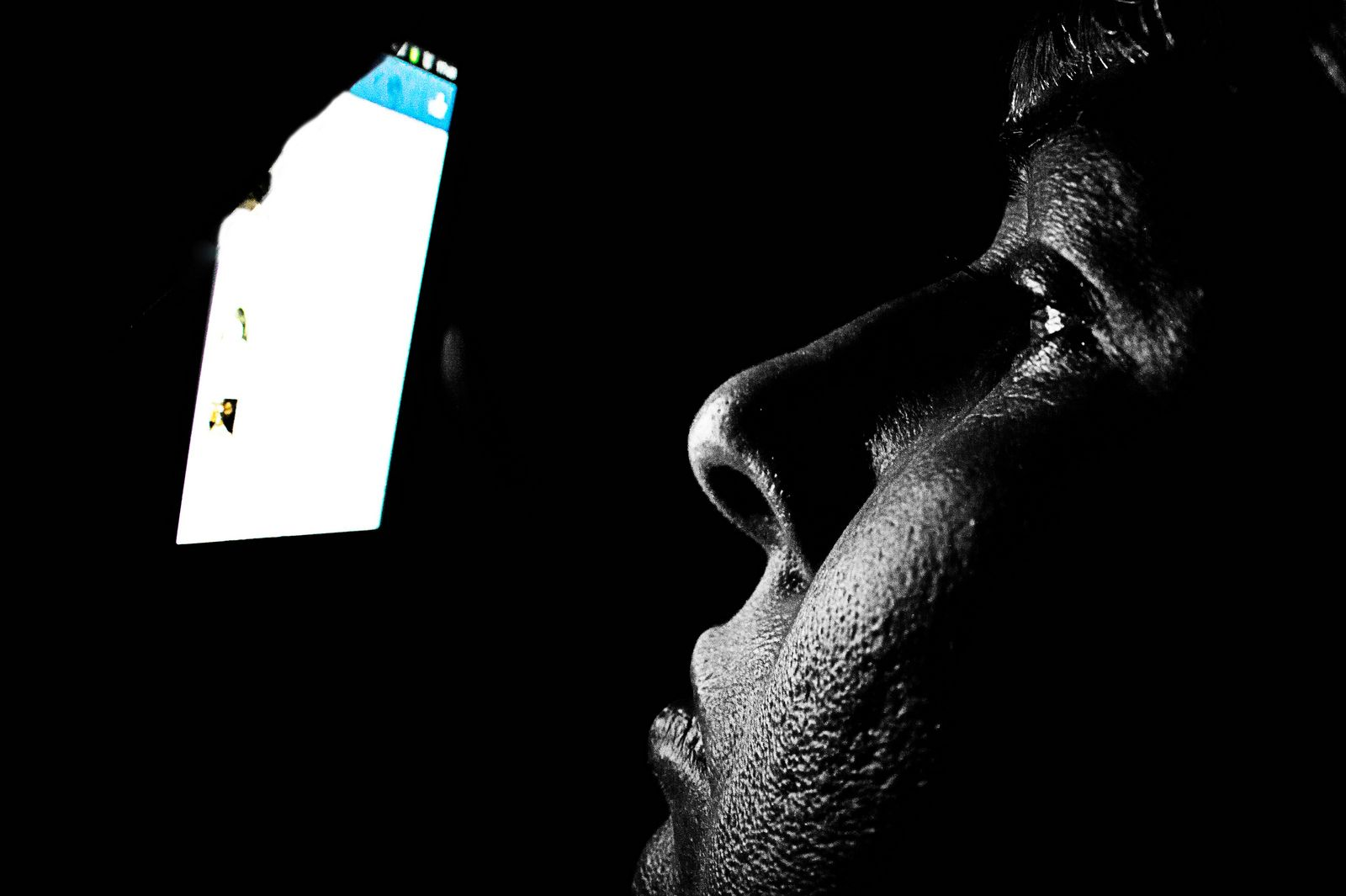 ¿Es cierto que usar el móvil en la cama afecta al sueño? Responden los científicos