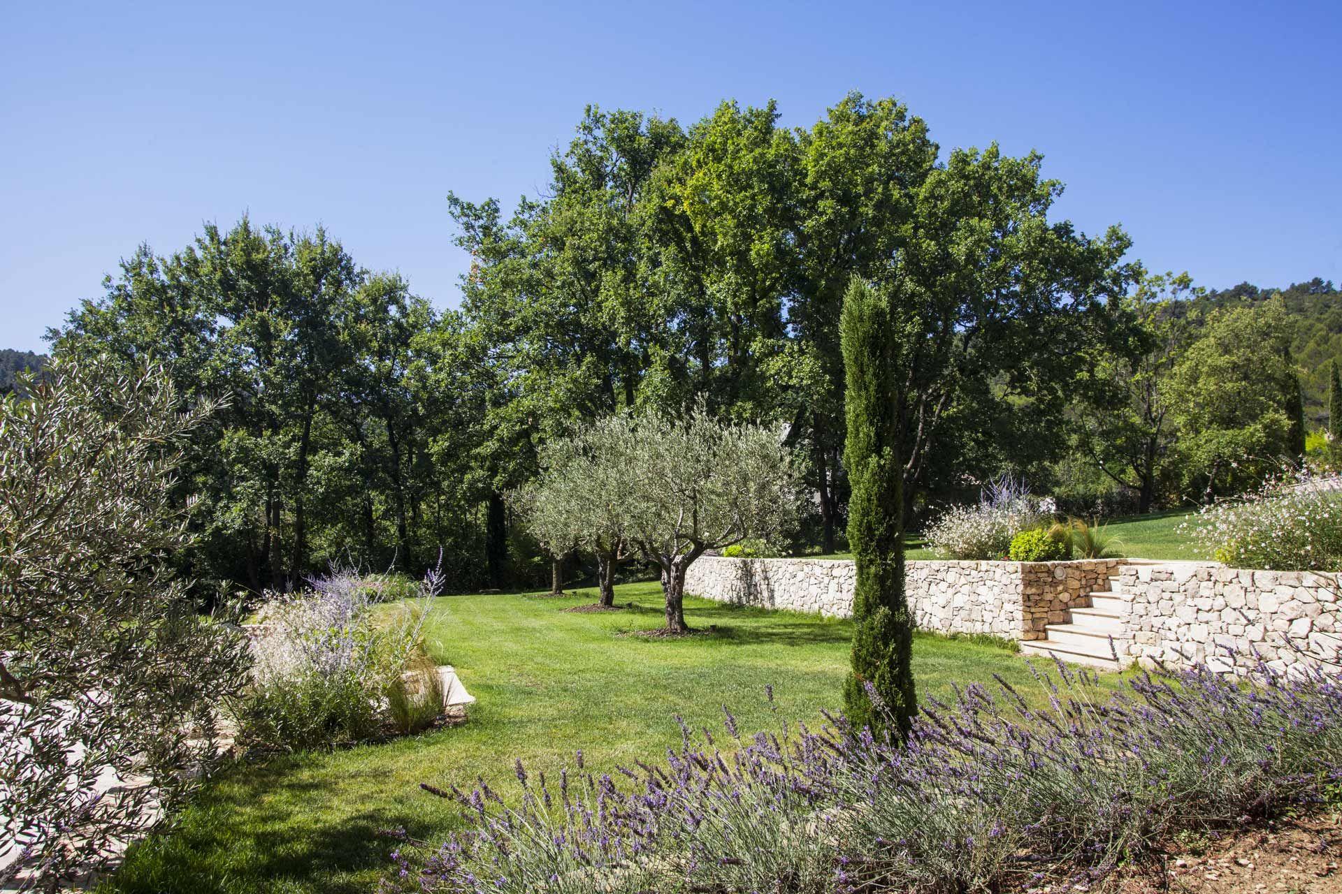 Jeu De Restanques Amenagement Jardin Jardin En Pente Pierres