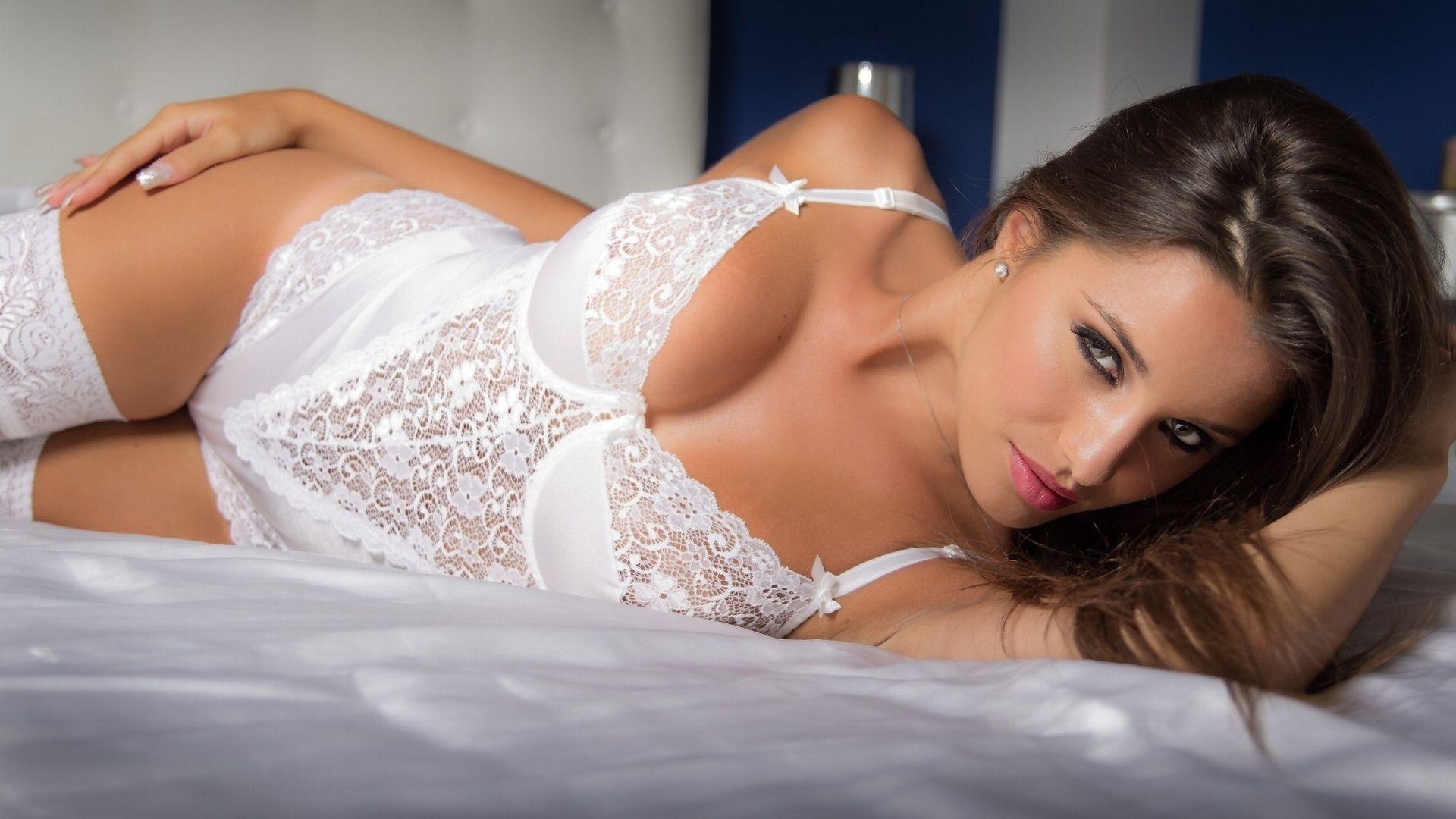 красивое нижнее белье снимает красиво девушка посмотреть видео хорошего качества полушария манят себе