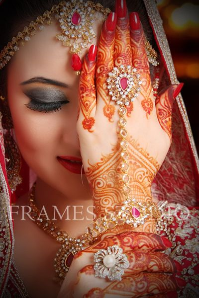 Pin By Zarnish On Brides Indian Wedding Photography