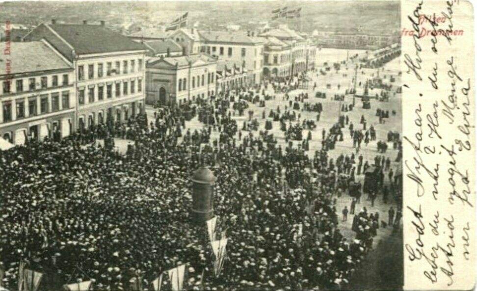 Buskerud fylke Drammen  Hilsen fra Drammen. Menneskemengde Utg Jacobsen. Stemplet 1906