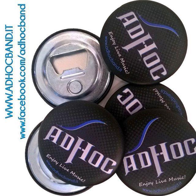 Ed ecco il nuovo gadget AdHoc per tutti i nostri fans! Attenzione che è a numero limitato ... Per avere questo apribottiglie magnetico (bello da attaccare anche sul vostro frigorifero, oltre che essere utile) non dovete far altro che venire a sentirci e domandarlo alla nostra bella fotografa Debora @tdeby !!! Stay Rock, Stay AdHoc  www.adhocband.it www.facebook.com/adhocband  #adhocband #enjoy #live #music #rock #gadget #amici #Padova #Venezia #Verona #Treviso #Vicenza