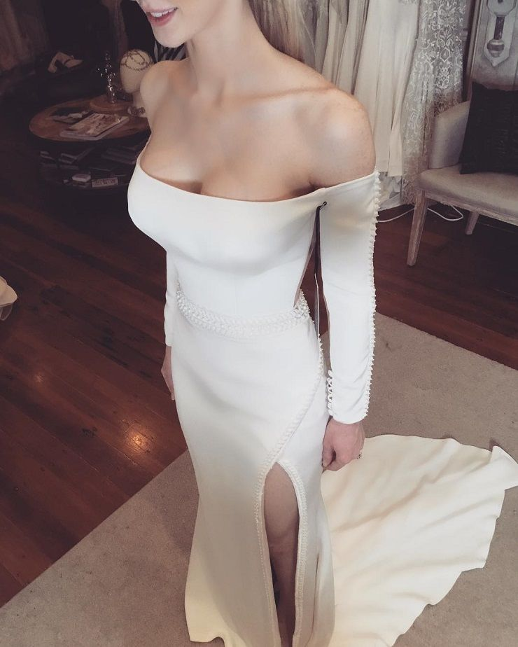 Long sleeve off the shoulder wedding dress #weddingdress #weddingown #weddingdresses #weddinggowns #bridaldress