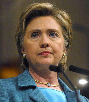 """WASHINGTON.- Un grupo de activistas afroamericanos del grupo """"Black Lives Matter"""" (Las vidas negras importan) interrumpió hoy momentáneamente un discurso de la favorita a ser la nominada del Partido Demócrata a las elecciones presidenciales de EE.UU., Hillary Clinton, en Atlanta, en el sur del país. Clinton pronunciaba un discurso en una histórica universidad negra de…"""
