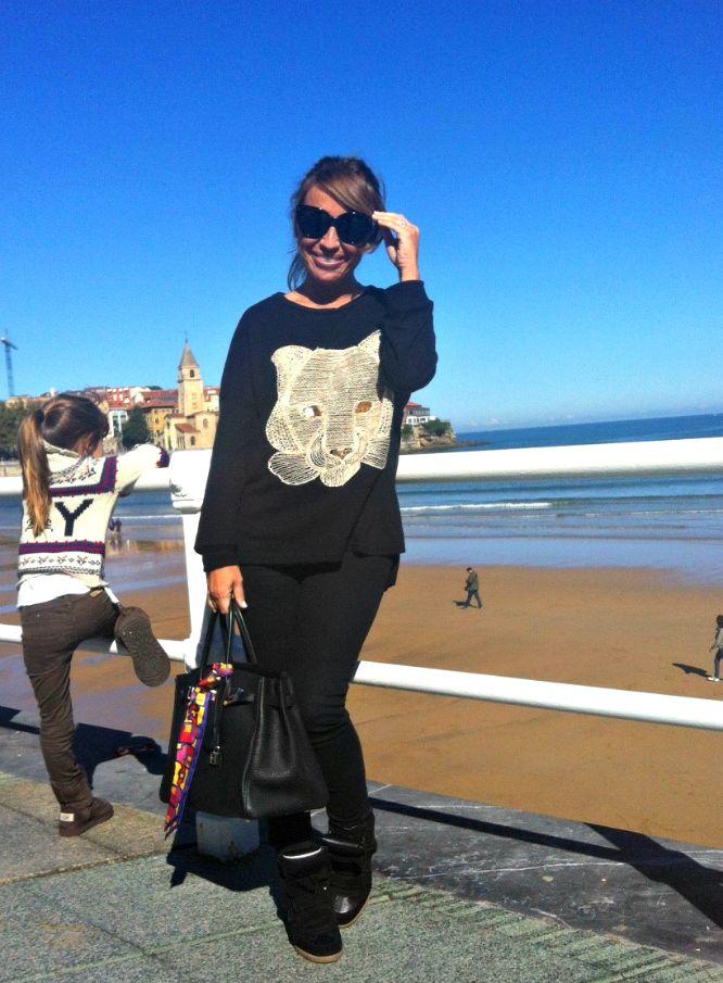 CON DOS...TACONES!!!: MÓNICA CORDERA en OVIEDO