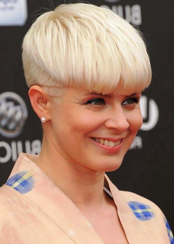 Trendy Short Blonde Bowl Cut Mushroom Haircut For Women In 2018