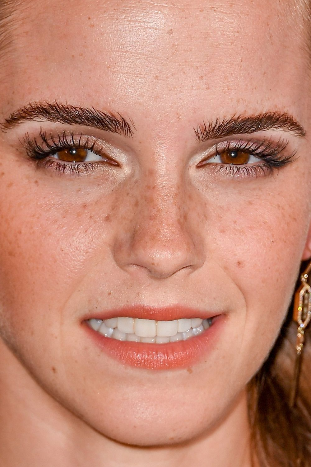 Celebrity Close Up Seeing Celeb Faces This Close Can Surprising Unflattering Photos With Acne Plastic S Emma Watson Makeup Emma Watson Beautiful Emma Watson