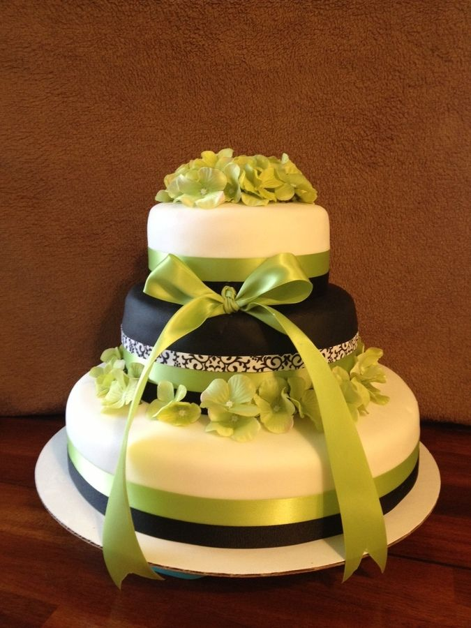 All Vanilla cake, fake flowers and ribbon, at the bride\'s request ...