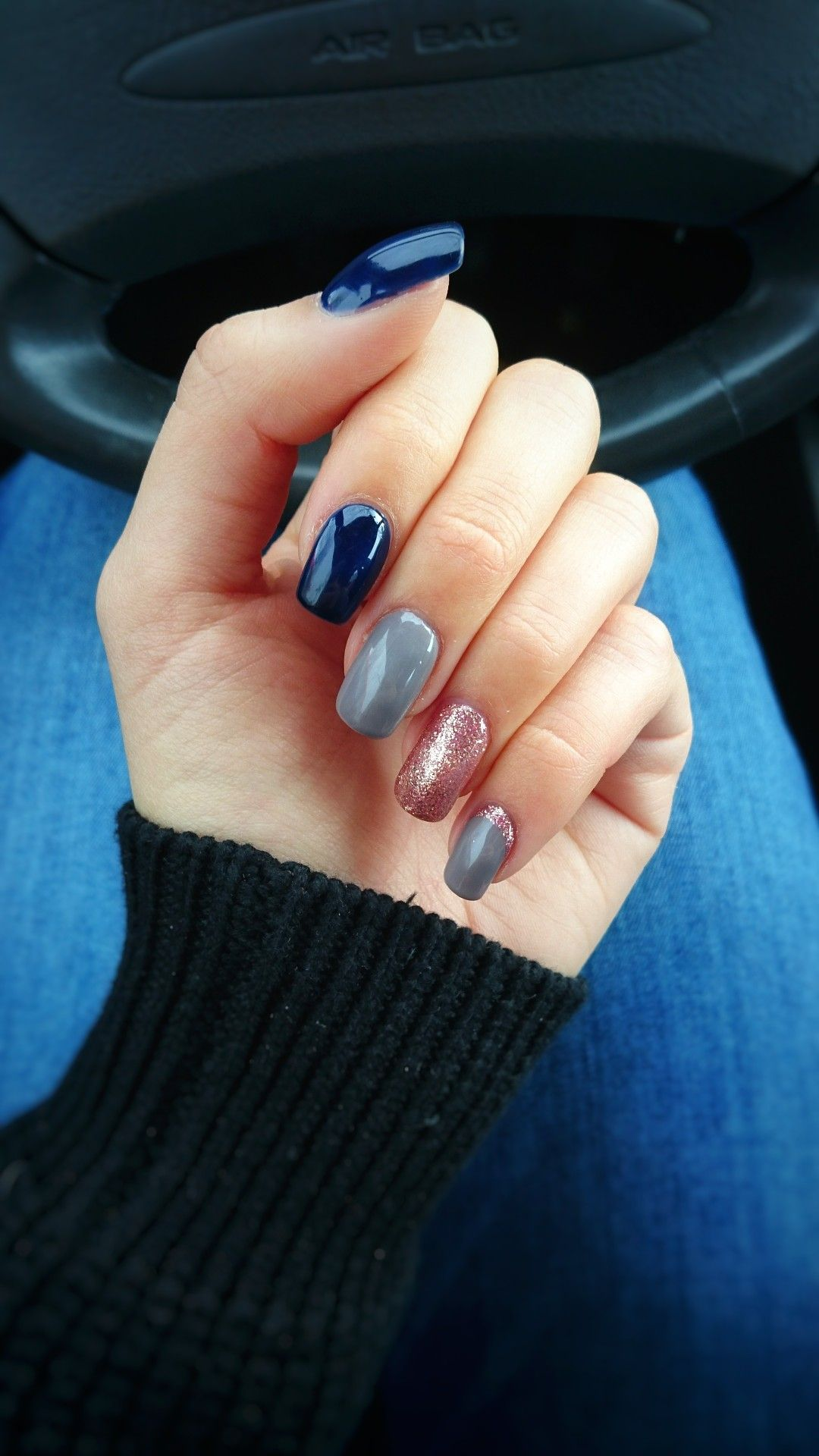Unghie blu scuro, grigio e rosa brillantinato , Gel colors dark blue,