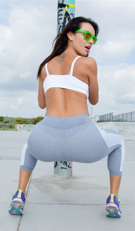 Franceska jaimes yoga pants