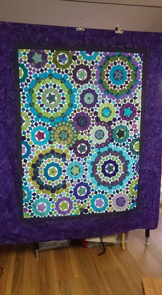 Marlene Answer-Lewis La passacaglia quilt top. Love the colours!