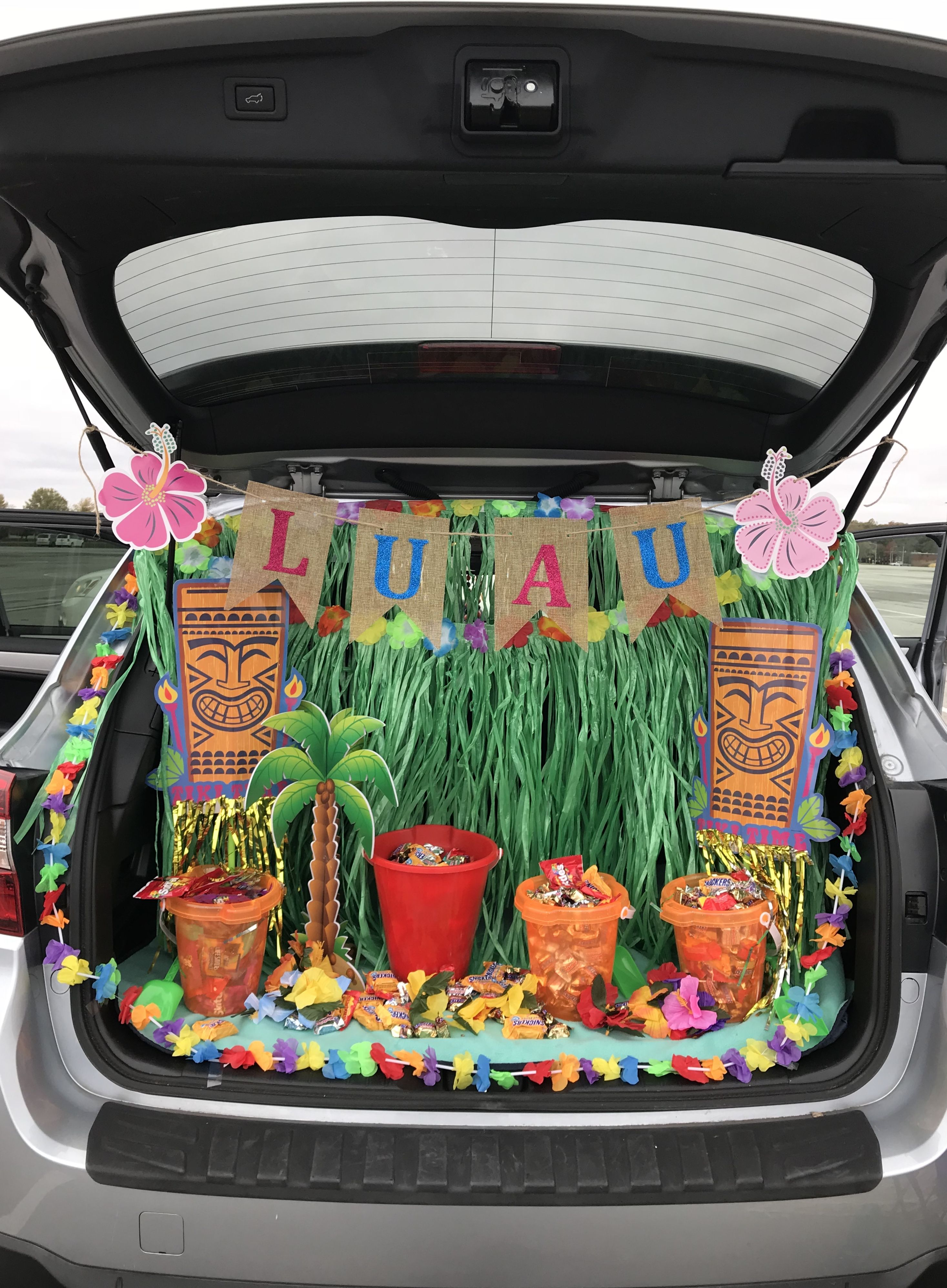 Luau themed trunk or treat using items mostly from Dollar Tree! #trunkortreatideasforcarsforchurch