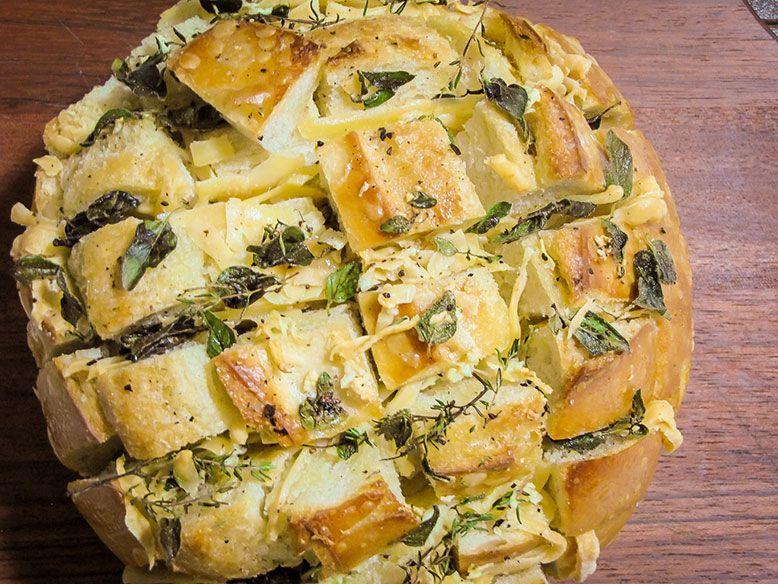Resultado de imagem para pão italiano com alho no forno