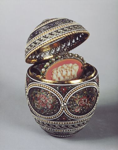 Pin by tana on pomocn pinterest oldenburg and russian art the mosaic egg made by faberge as one of the imperial easter eggs given to empress alexandra feodorovna by tsar nicholas ii the egg retains its original negle Gallery