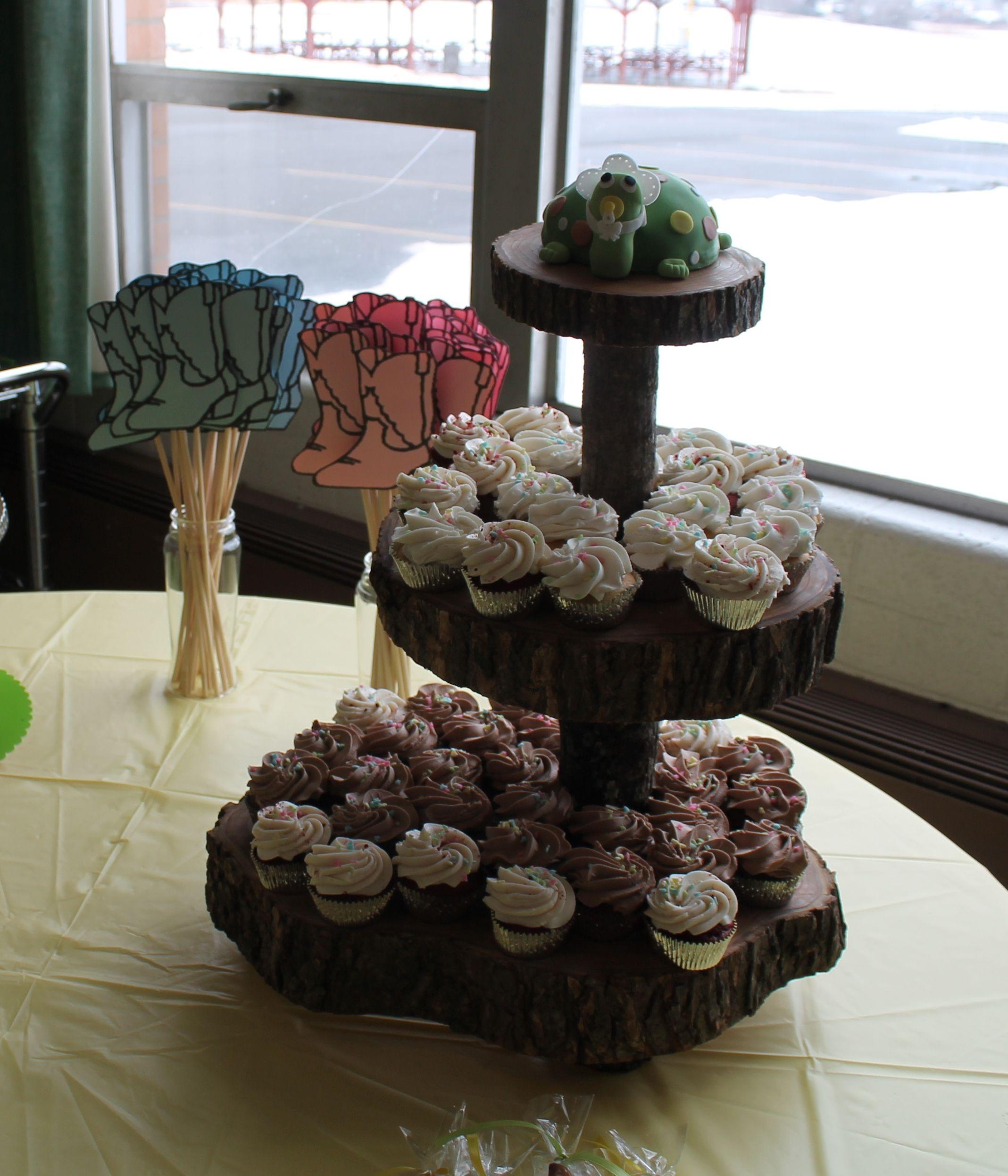 Display Baby Shower: Rustic Baby Shower Cupcake Display
