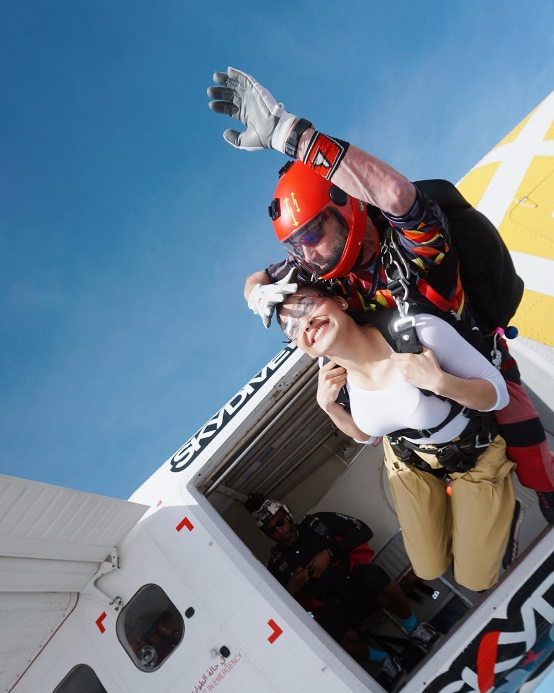 Skydiving With Friends Play Time 20 000 Ft There S Magic In The Air Come Feel It Tag Ur Skydive Pa Indian Celebrities Holden Celebrity Fashion Looks