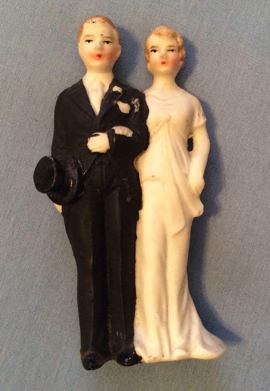 Vintage all bisque bride groom top hat doll couple wedding cake