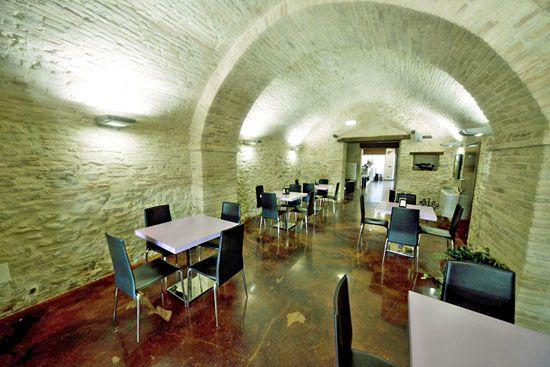 Ristrutturare un bar situato in un edificio di interesse storico Historical building restoration