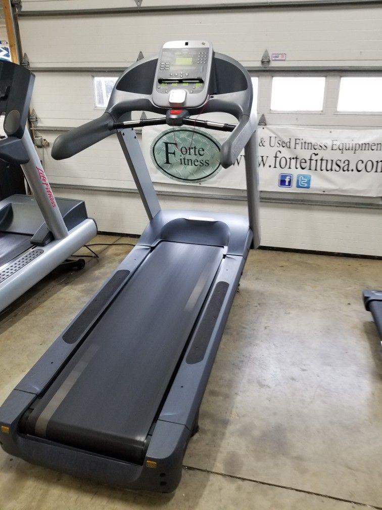 New arrival preowed Precor C966i commercial treadmill