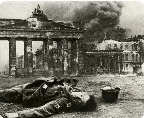 Brandenburger Tor Berlin May 1945 In 2020 Bilder Geschichte Weltgeschichte