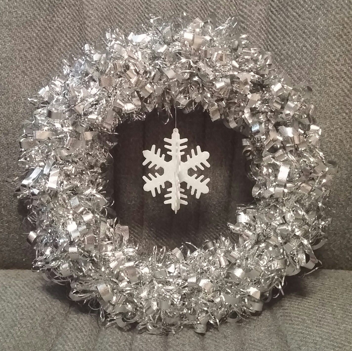 Silver Tiffany Tinsel Garland Wreath 6 with White 3D