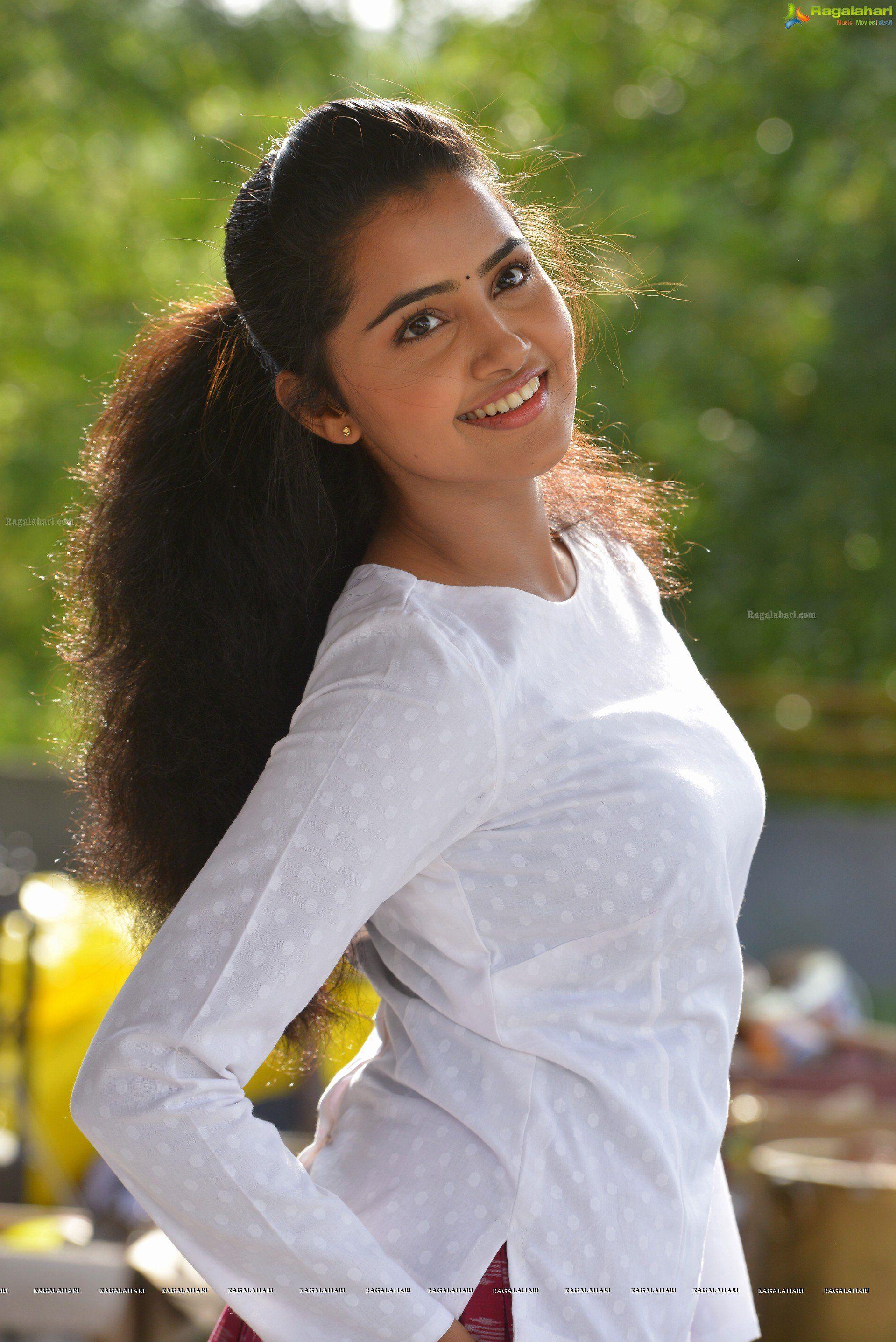 Anupama Parameswaran High Definition Image 71 Telugu Heroines Wallpapers Telugu Actress Photos Sti Anupama Parameswaran Beautiful Indian Actress Actresses